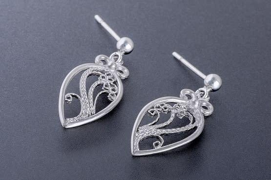 """Laceworks Jewelry """"Minifili Leaf Earrings"""""""